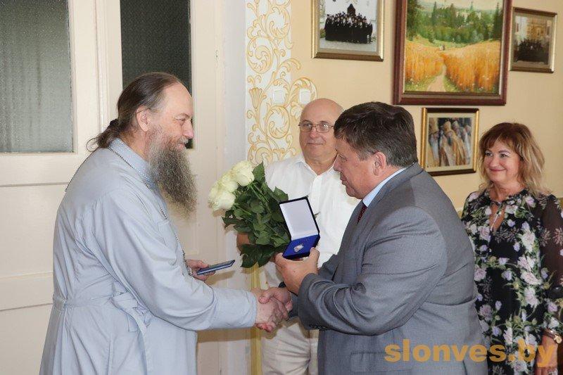 Борис Козелков вручил «Знак Пашаны» архиепископу Гурию