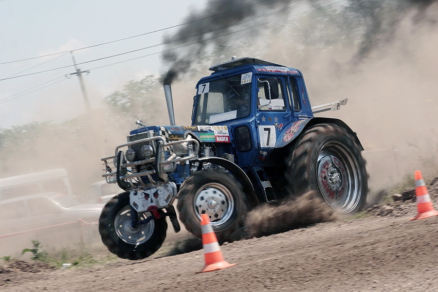 Приколы с тракторами картинки